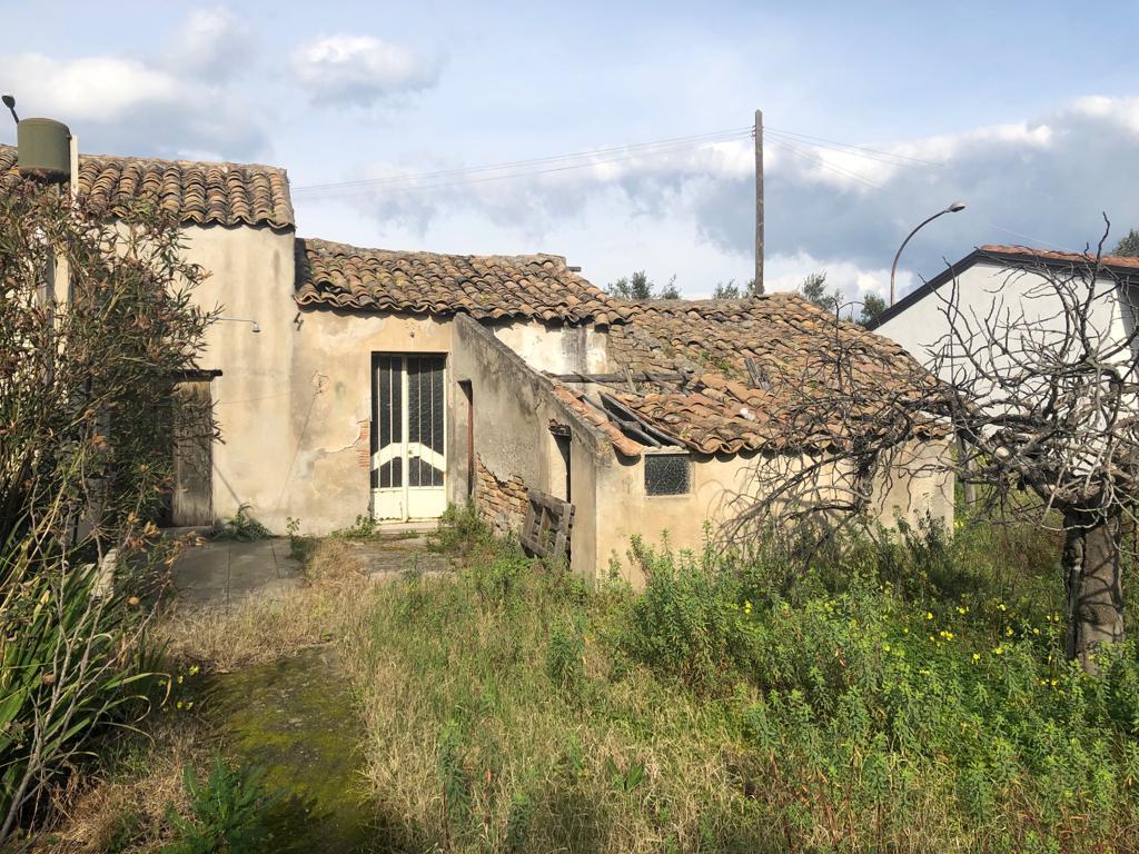 Casa Indipendente con fabbricati rurali